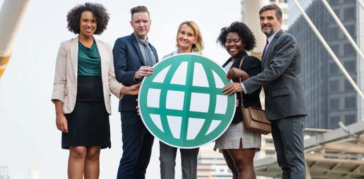 外国人労働者を雇用するには?注意点、必要な書類や準備を解説!